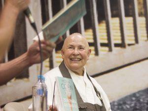 "Monja Coen lança ""Zen para Distraídos: princípios para viver melhor no mundo moderno"""